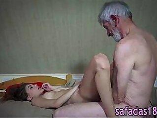 Novinha dando para avo tarado - www.xvideosbrasilxxx.com   amador